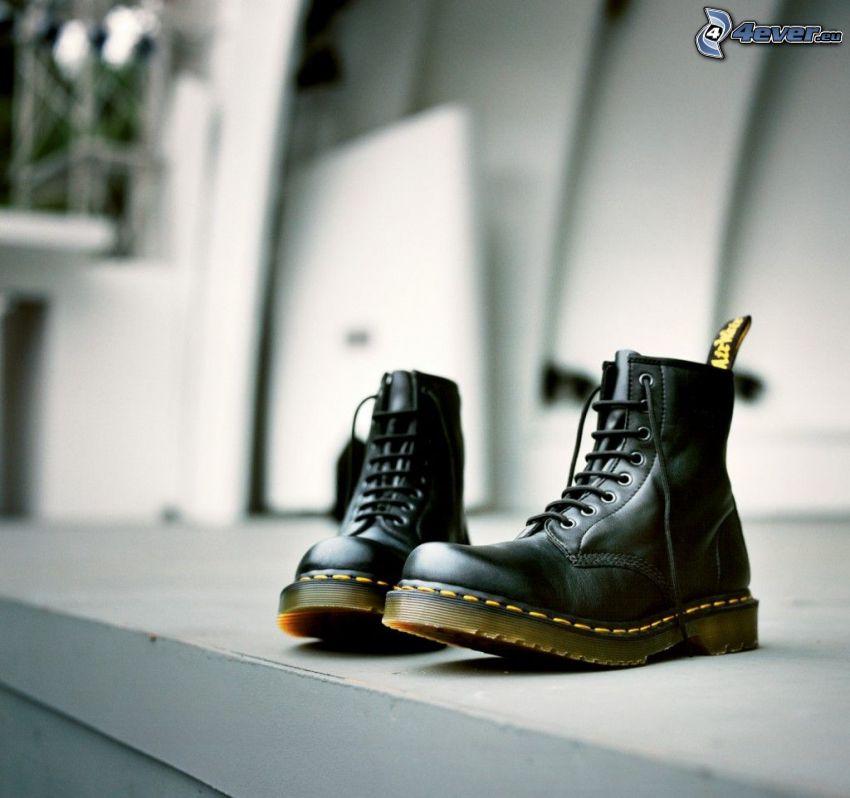 Dr. Martens, zapatos, punta de acero