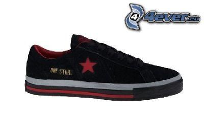 one star, zapatilla de deporte negra, estrella