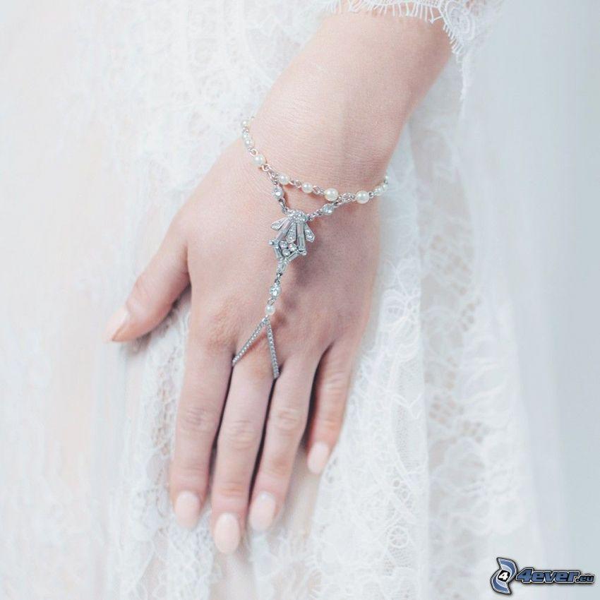 pulsera, mano, vestido blanco