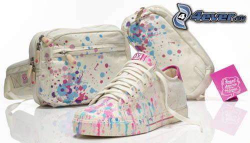 zapatillas de colores, bolso, mancha