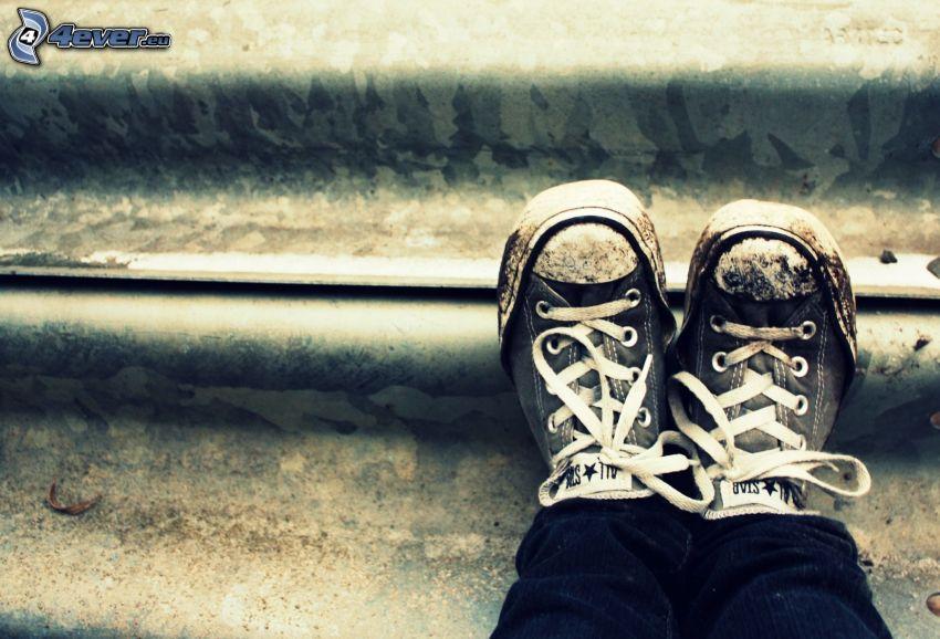 zapatos deportivos, pies