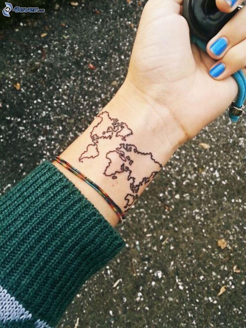 tatuaje, mapa del mundo, muñeca de la mano, uñas pintadas