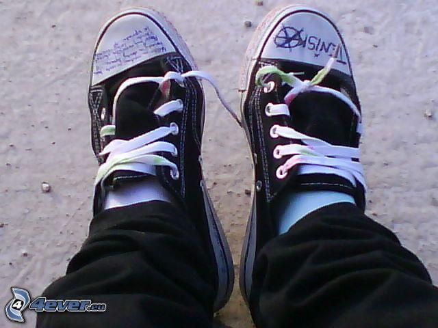 zapatos deportivos, botas de china, cordones
