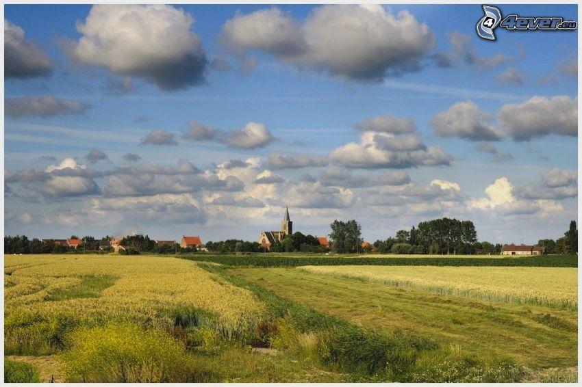 campo, casas, iglesia, nubes