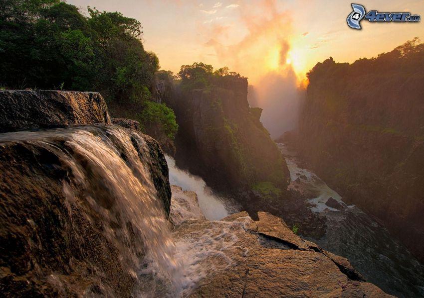 cascada, rocas, puesta del sol