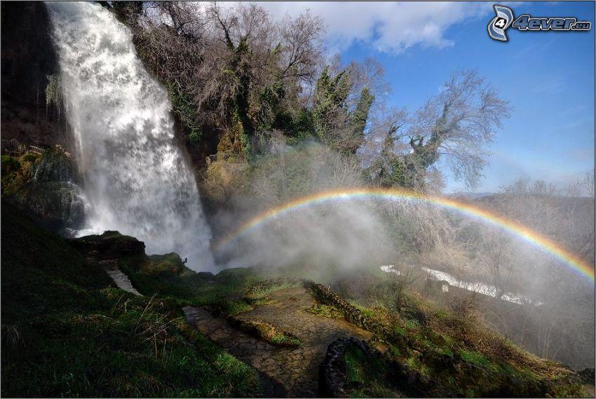 cascada enorme, arco iris, roca