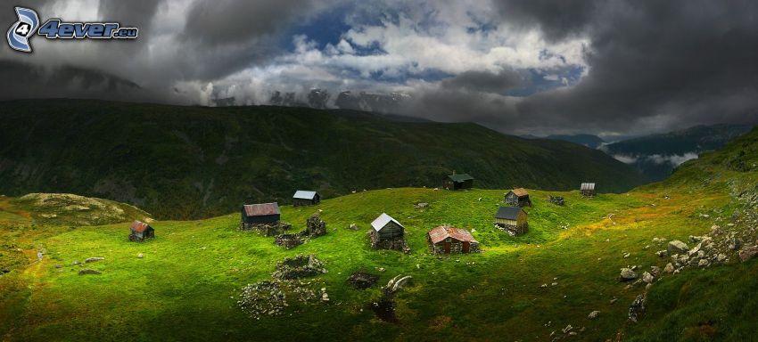 casitas, colina, hierba, nubes