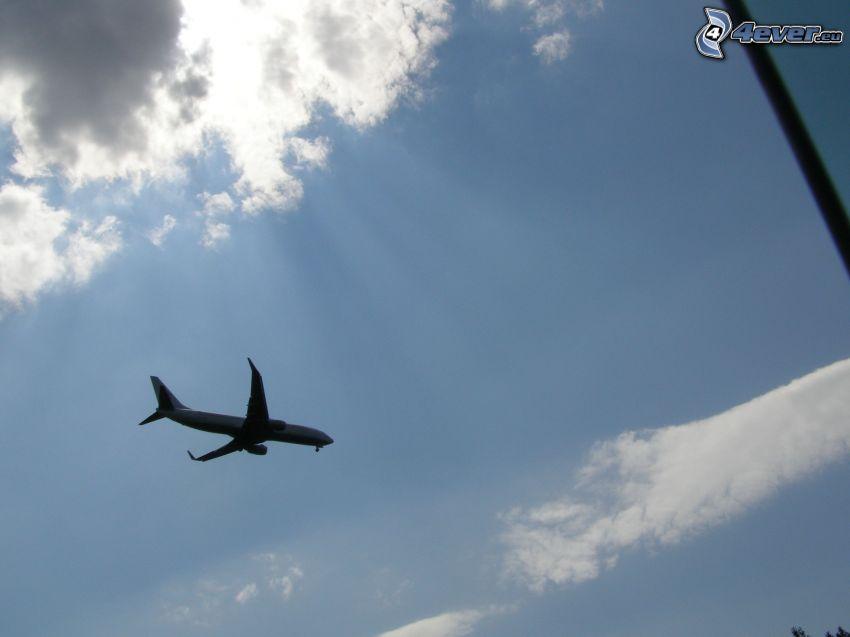 avión en el cielo, aterrizaje, rayos