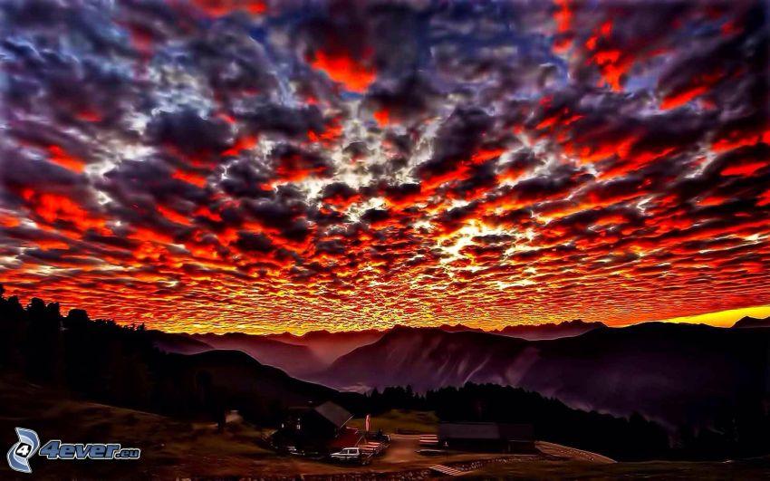 después de la puesta del sol, nubes naranjas