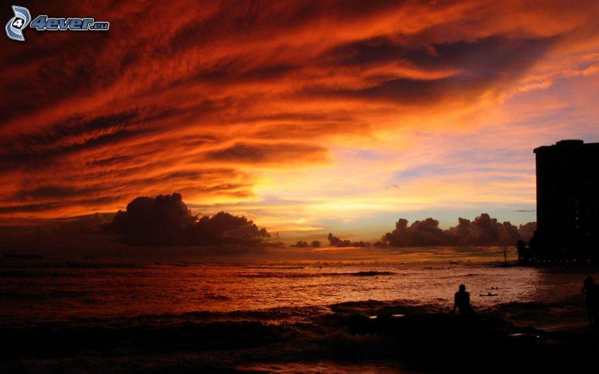 puesta de sol anaranjada, mar