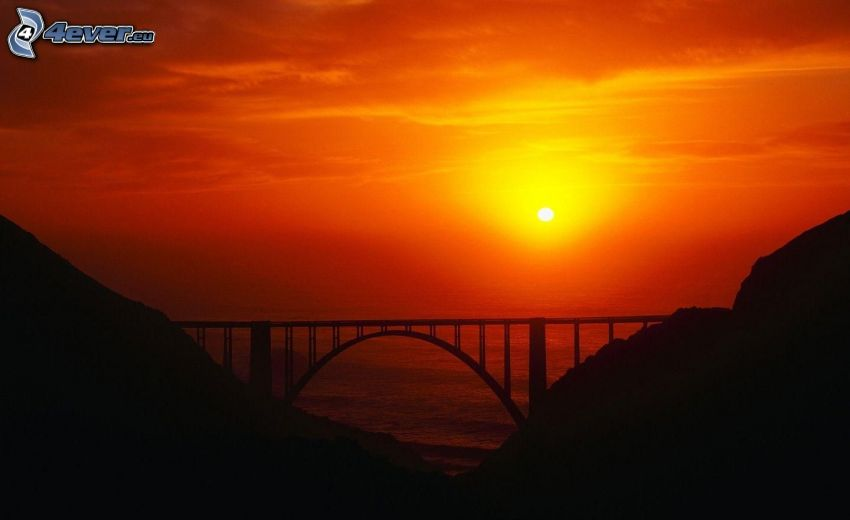 puesta de sol anaranjada, puente, rocas
