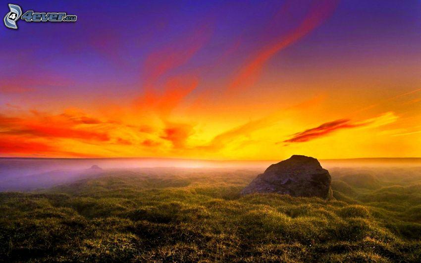 puesta de sol anaranjada, roca