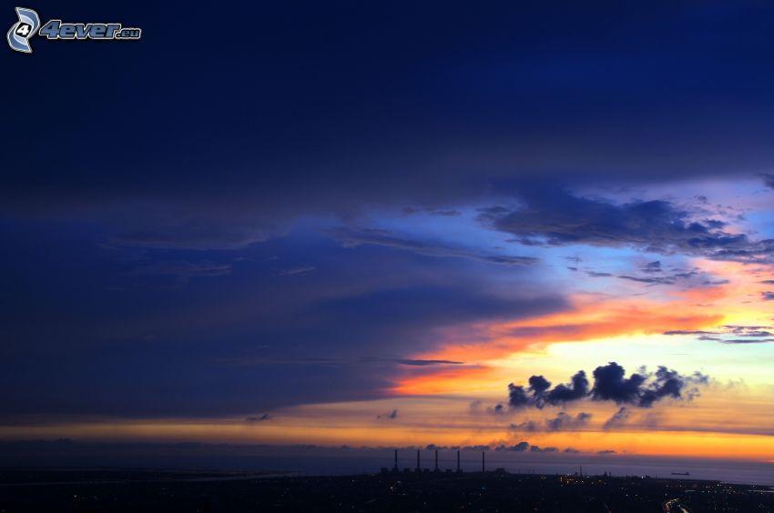 puesta del sol, nubes, chimeneas