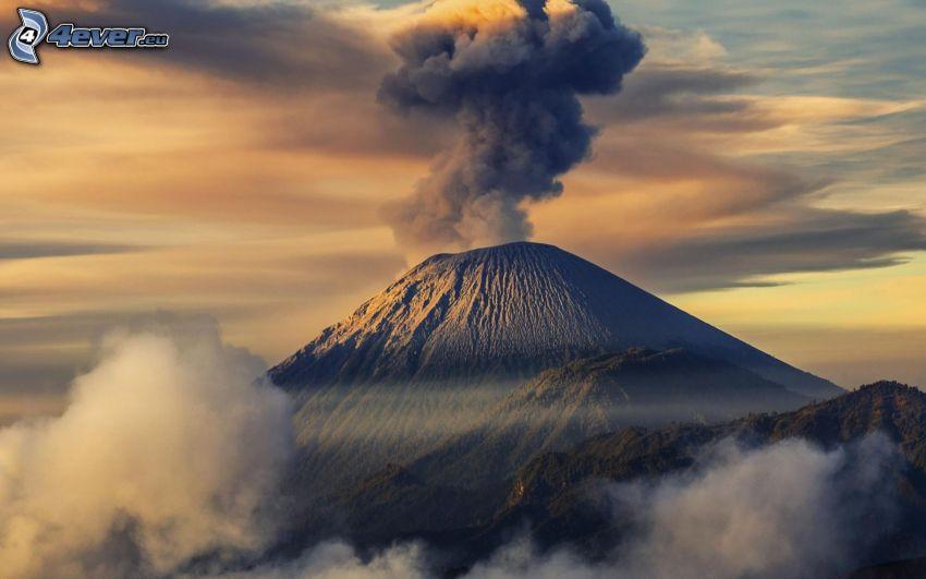 erupción de volcán, colina, nubes