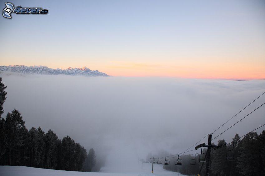 funicular, niebla, inversión térmica, bosque