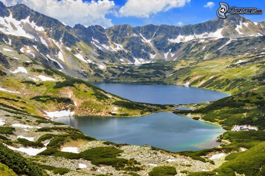 Kolsai Lakes, lago de montaña, montaña rocosa