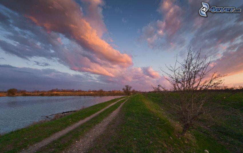 lago, camino de campo, después de la puesta del sol, nubes