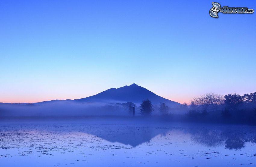 lago, colina, después de la puesta del sol