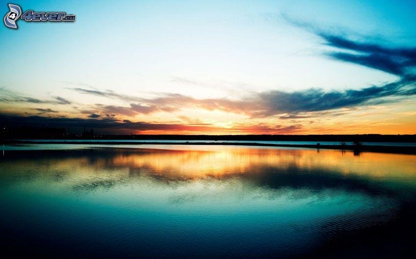 lago, después de la puesta del sol, atardecer