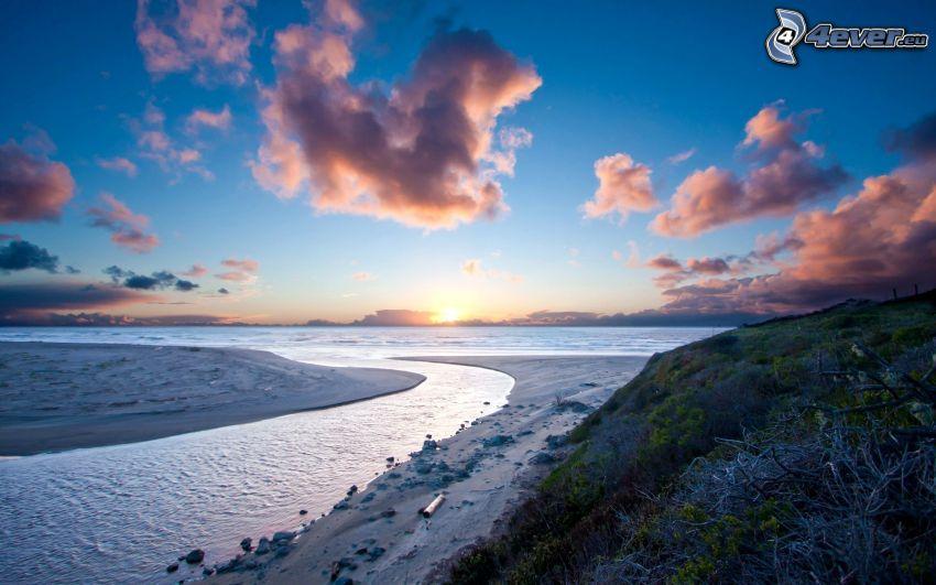 Alta Mar, después de la puesta del sol, playa de arena, nubes