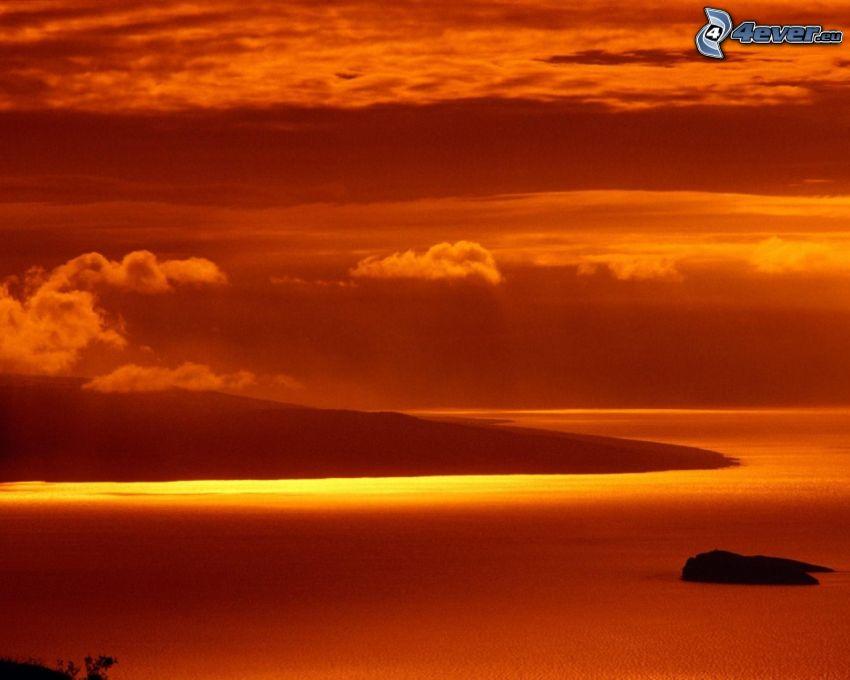 cielo anaranjado, mar, nubes