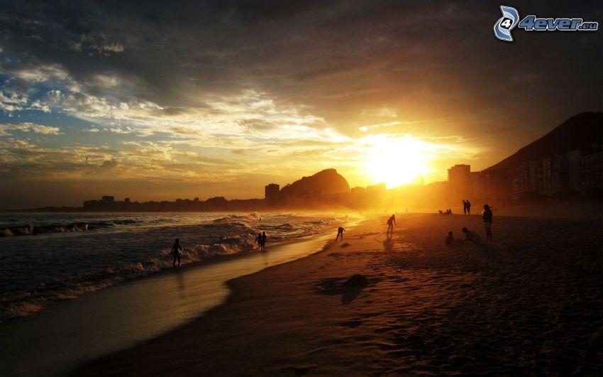 Copacabana, Rio De Janeiro, playa al atardecer