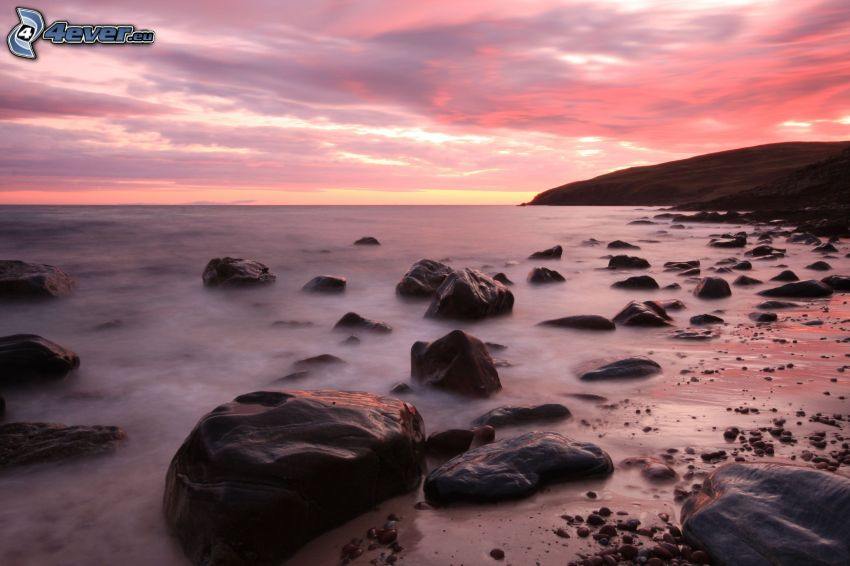 costa de piedra, mar, cielo púrpura