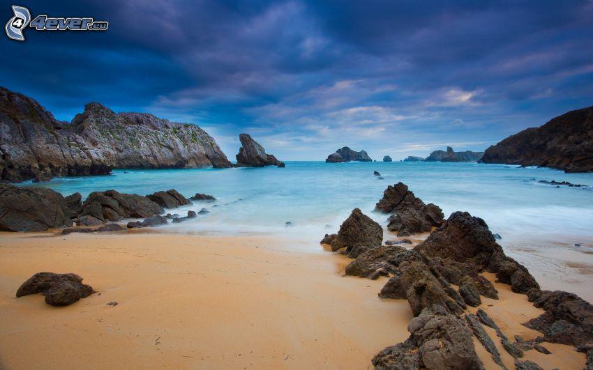 costa de piedra, mar, nubes oscuras