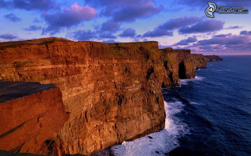 costa rocosa de Irlanda, mar