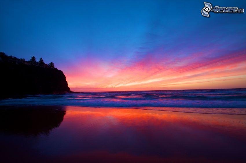 después de la puesta del sol, mar, acantilados costeros