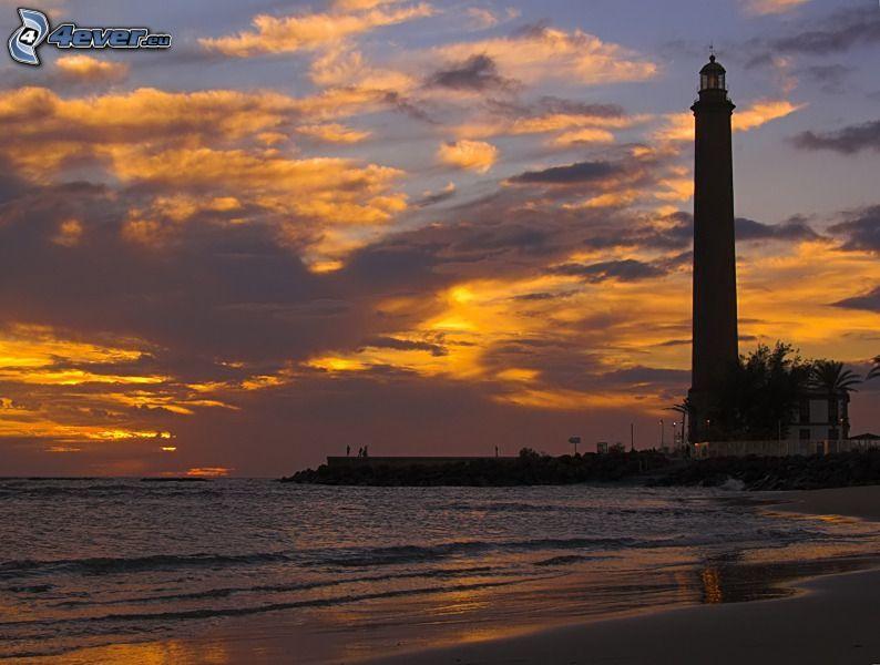 faro, puesta de sol sobre el mar