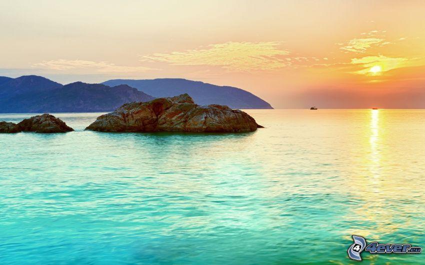 islas, puesta de sol sobre el mar