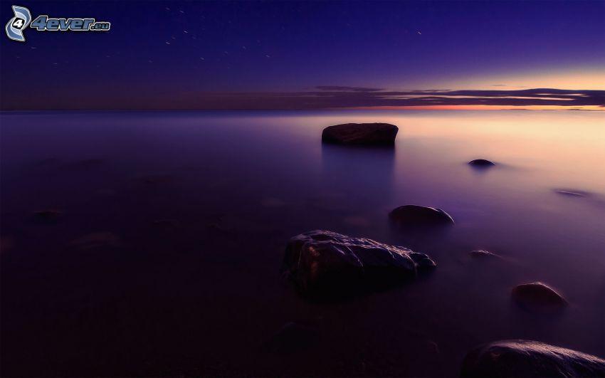 mar, cielo púrpura