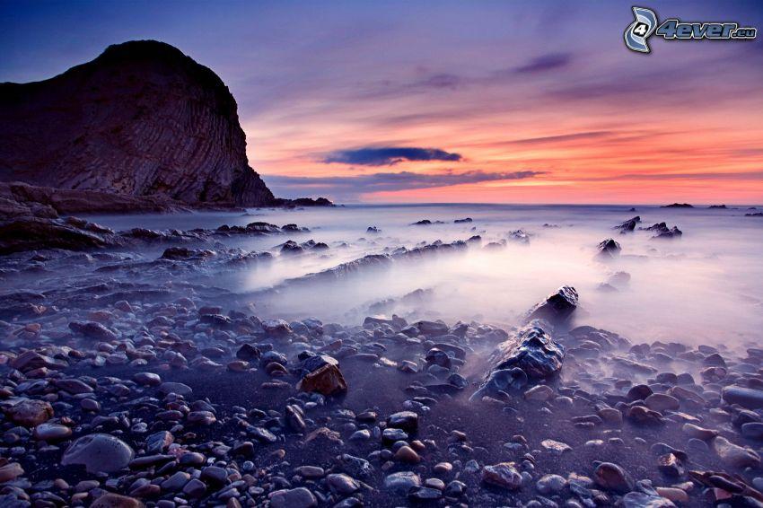 mar, costa de piedra, cielo de la tarde