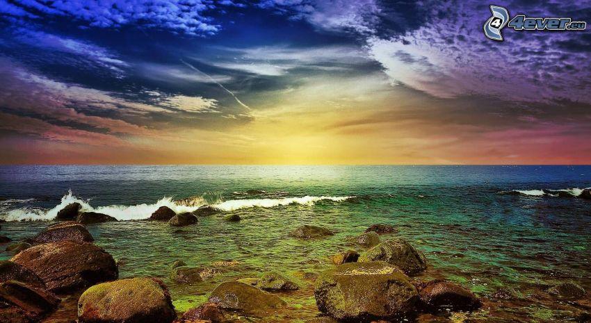 mar, después de la puesta del sol, rocas en el mar