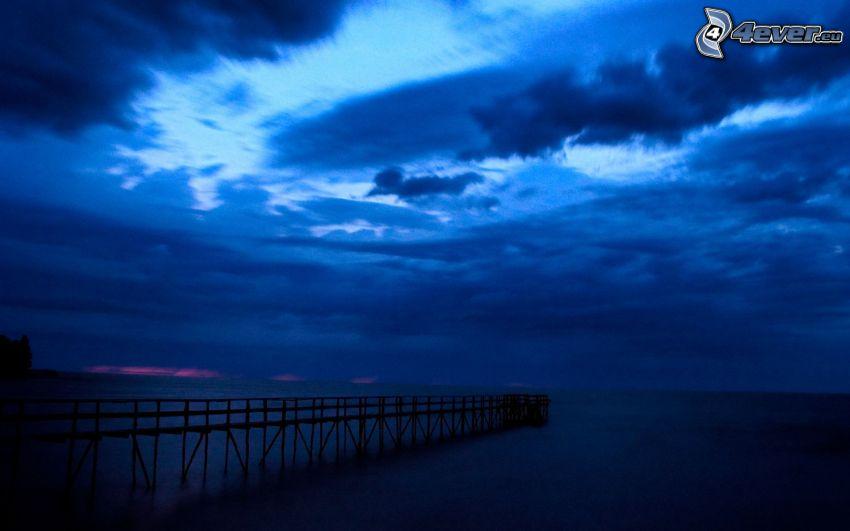 muelle, mar, cielo oscuro