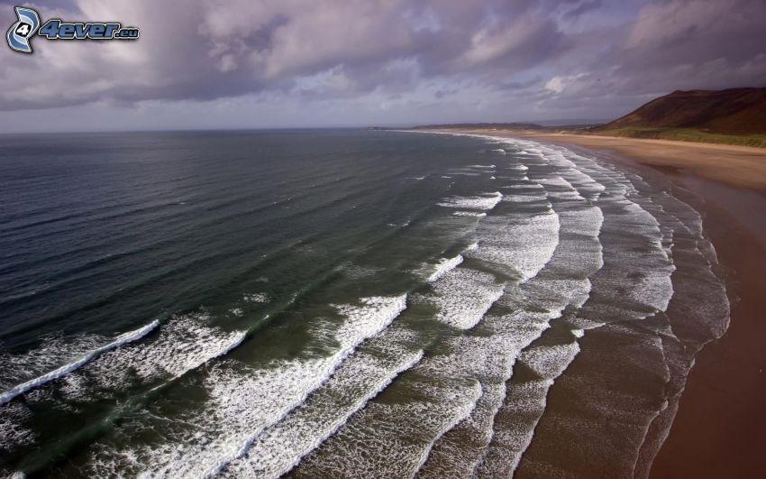 olas en la costa, playa de arena, vista al mar