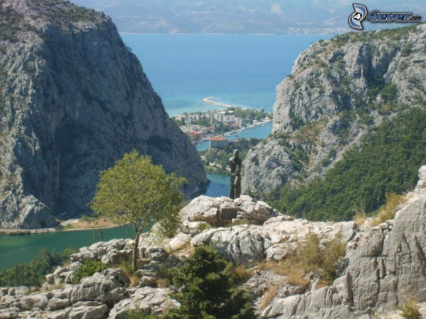 Omiš, Croacia, estatua, ciudad costera, rocas