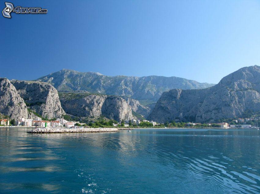 Omiš, Croacia, rocas, mar