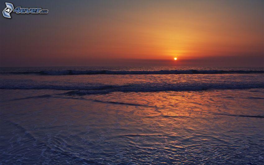 puesta de sol en el mar