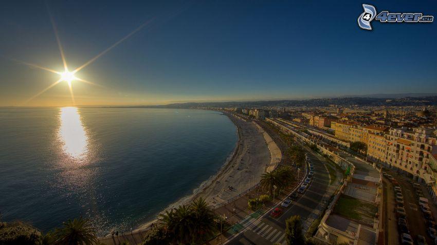 puesta de sol sobre el mar, ciudad costera