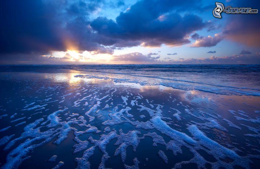 puesta de sol sobre el mar, playa