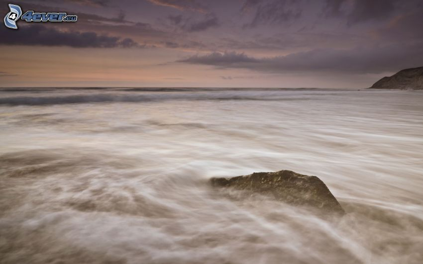 roca en el mar, atardecer