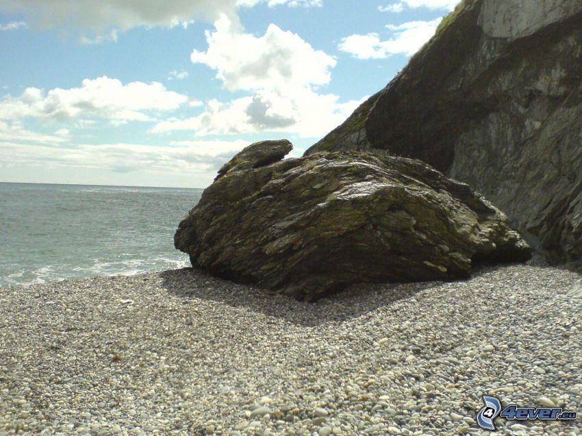 roca en la playa