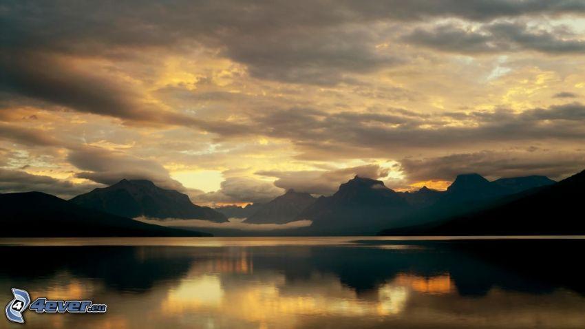montañas, lago, nubes