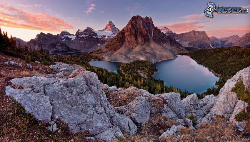 Alpes, montaña rocosa, lago de montaña, bosques de coníferas, HDR