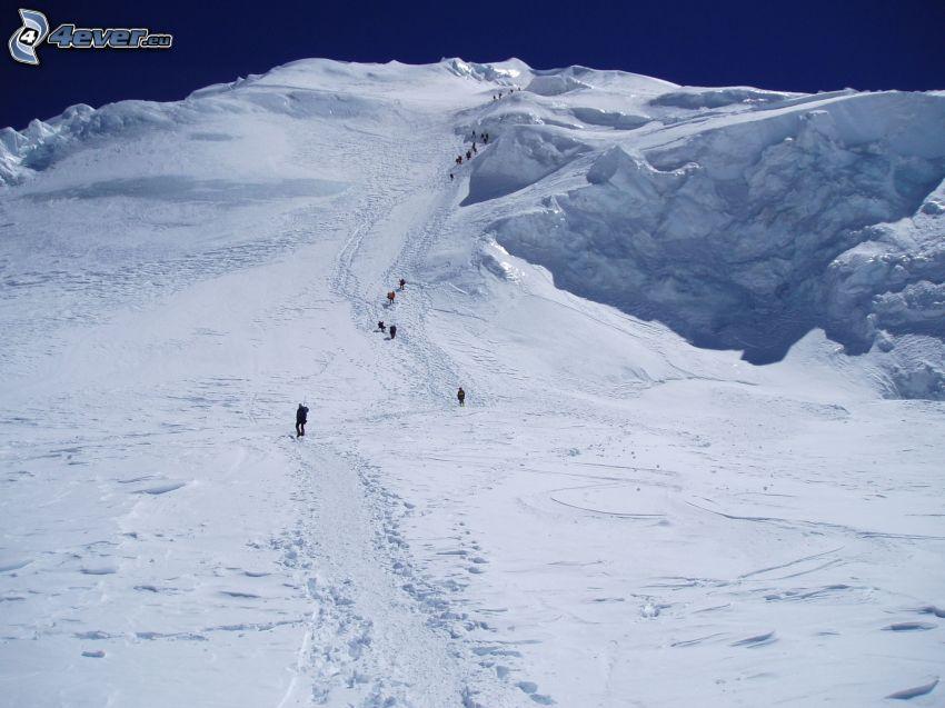 Cho Oyu, montaña nevada, turistas