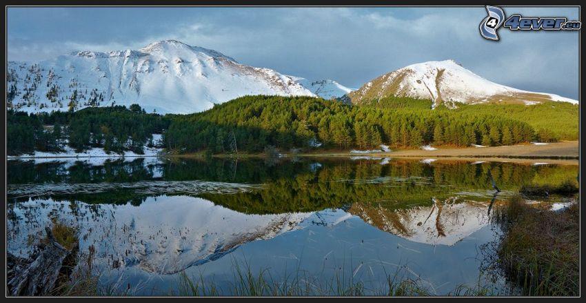 lago, colinas cubiertas de nieve, reflejo