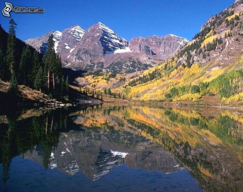 lago, montaña rocosa, árboles otoñales