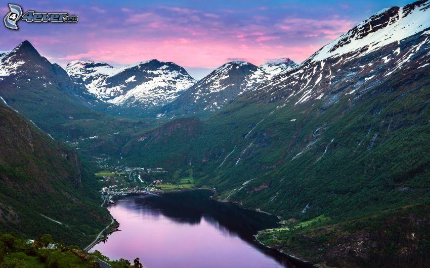lago de montaña, montañas nevadas, cielo de color rosa